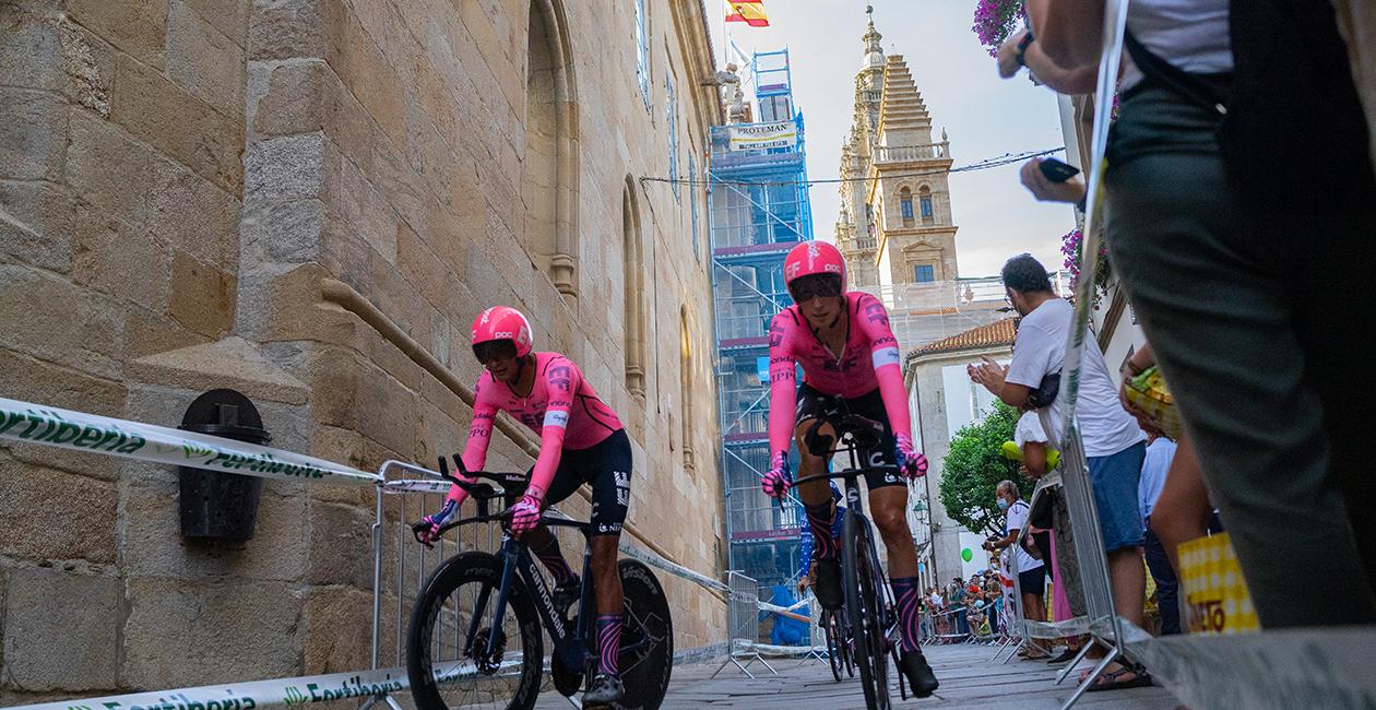 Santiago de Compostela : La Vuelta in the Age of Cathedrals