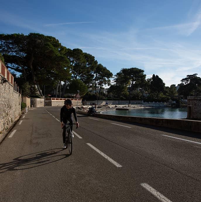 cafedu/cmsbuilder/men-cycling-clothing-block6D-23022021_3.jpg