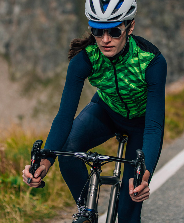 cafedu/cmsbuilder/women-cycling-clothing-block1A-011020_3.jpg