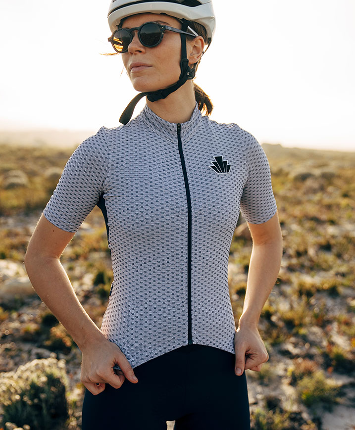 cafedu/cmsbuilder/women-cycling-clothing-block1B-060720_3.jpg